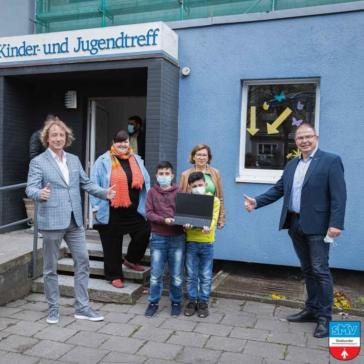 Wo können wir helfen? Das war die Frage, die sich der Vorstand der Stralsunder Mittelstandsvereinigung e.V. stellte, als er von der tollen Initiative des Lernpaten aus dem Stadtteilzentrum Knieper West erfahren hatte.